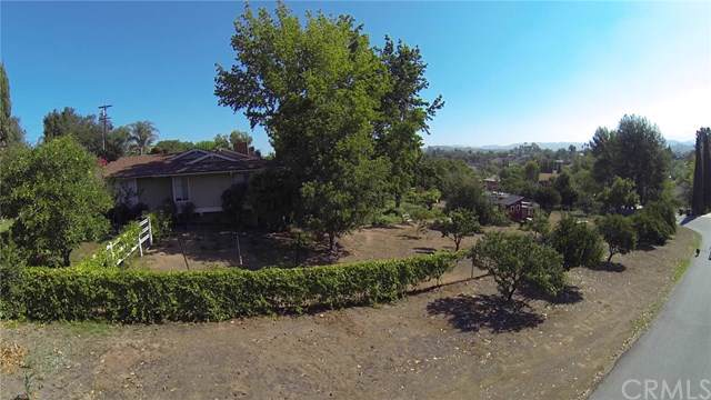 1824 Dorothea Avenue, Fallbrook, CA 92028 (#SW19196547) :: The Marelly Group | Compass