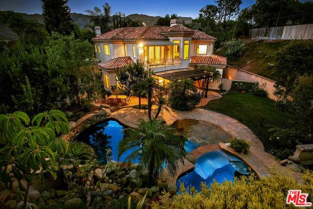 17790 Calle De Palermo, Pacific Palisades, CA 90272 (#19500740) :: The Miller Group