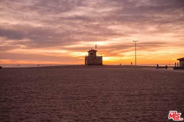 6939 Trolleyway, Playa Del Rey, CA 90293 (#19500978) :: The Danae Aballi Team