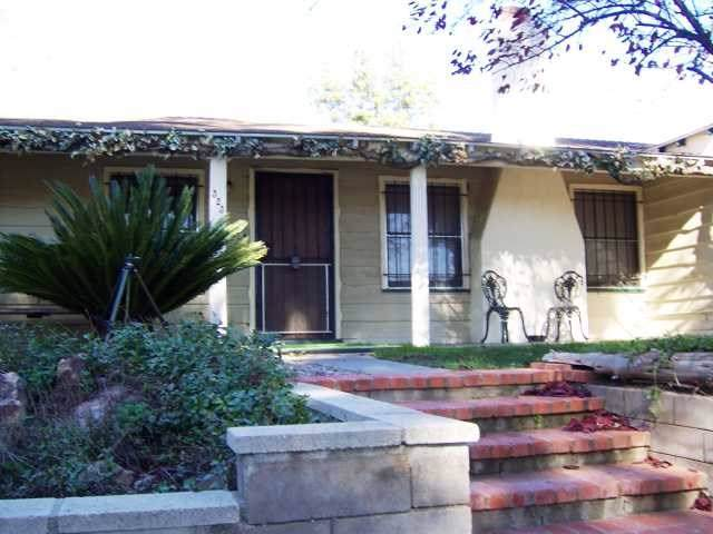 323 D Street, Ramona, CA 92065 (#190045922) :: The Najar Group