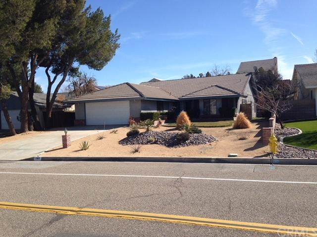 13915 Hidden Valley Road, Victorville, CA 92395 (#EV19197311) :: Rogers Realty Group/Berkshire Hathaway HomeServices California Properties