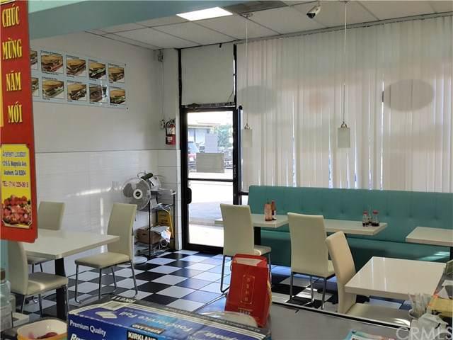 18625 Sherman Way, Reseda, CA 91335 (#WS19198076) :: Veléz & Associates