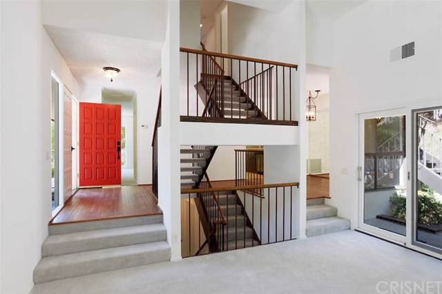 16986 Escalon Drive, Encino, CA 91436 (#SR19183358) :: Veléz & Associates