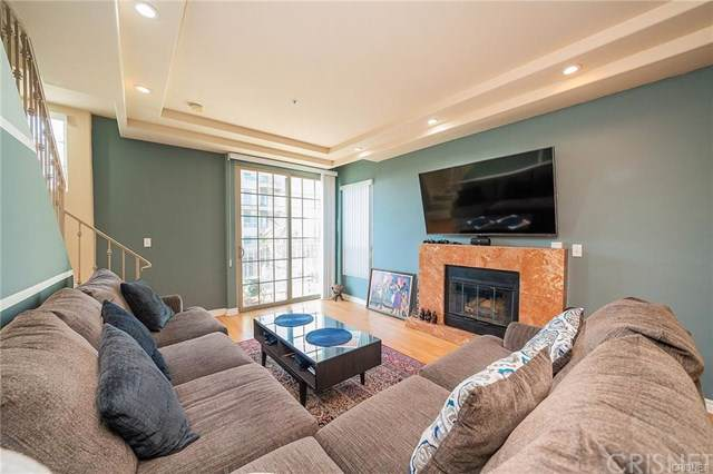 12042 Hart Street #1, North Hollywood, CA 91605 (#SR19198168) :: Rogers Realty Group/Berkshire Hathaway HomeServices California Properties