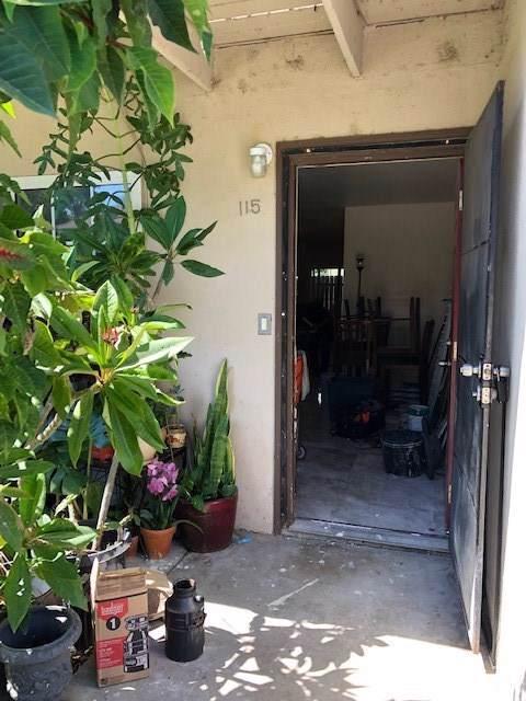 521 S Lyon Street #115, Santa Ana, CA 92701 (#OC19191016) :: Go Gabby