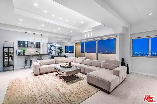 10701 Wilshire #2104, Los Angeles (City), CA 90024 (#19501648) :: Allison James Estates and Homes