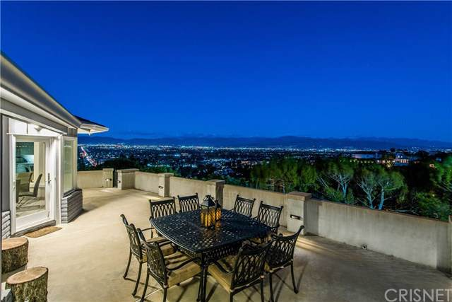 3752 Glenridge Drive, Sherman Oaks, CA 91423 (#SR19198852) :: Veléz & Associates