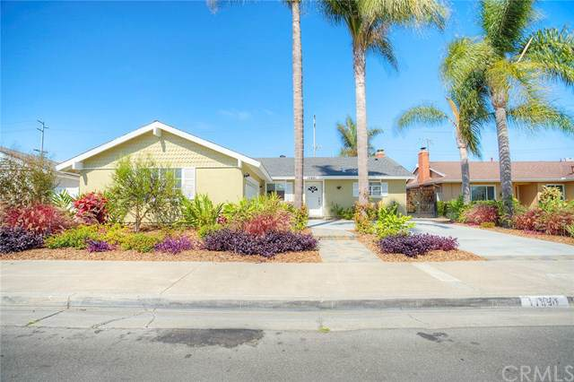 17891 Altamirano Lane, Huntington Beach, CA 92647 (#PW19199639) :: The Danae Aballi Team