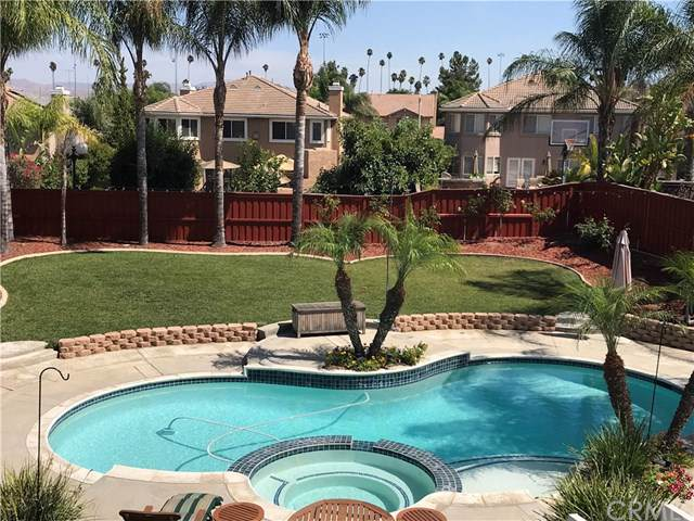 2541 Fairglen Place, Corona, CA 92881 (#OC19199840) :: RE/MAX Masters