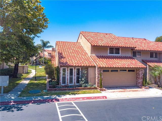 1401 Arch Lane, Huntington Beach, CA 92648 (#OC19191563) :: The Danae Aballi Team