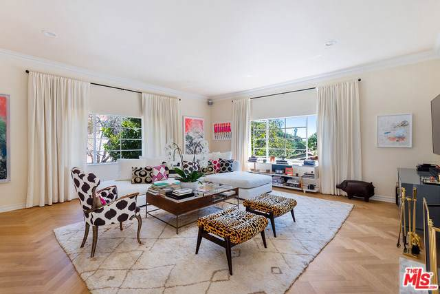 2123 Outpost Drive, Los Angeles (City), CA 90068 (#19501018) :: Rogers Realty Group/Berkshire Hathaway HomeServices California Properties