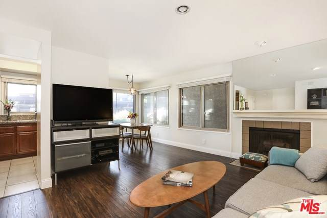 6716 Clybourn Avenue #129, North Hollywood, CA 91606 (#19502064) :: Rogers Realty Group/Berkshire Hathaway HomeServices California Properties