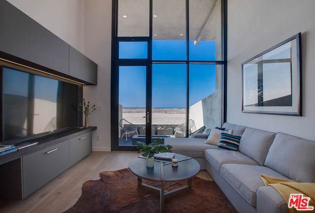 6 Voyage Street #103, Marina Del Rey, CA 90292 (#19502506) :: The Marelly Group   Compass