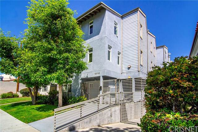 10735 Bloomfield Street #3, Toluca Lake, CA 91602 (#SR19199945) :: Fred Sed Group