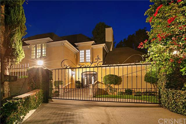 3891 Sepulveda Boulevard, Sherman Oaks, CA 91403 (#SR19201512) :: The Brad Korb Real Estate Group