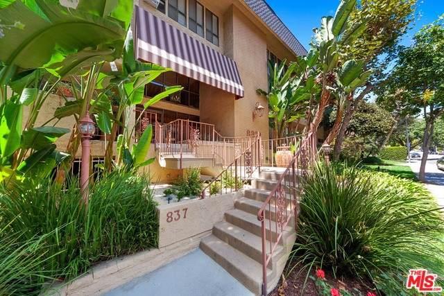 837 N West Knoll Drive #111, West Hollywood, CA 90069 (#19502034) :: Keller Williams Realty, LA Harbor