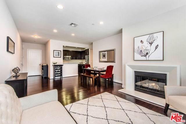 10878 Bloomfield Street #209, Toluca Lake, CA 91602 (#19502914) :: The Brad Korb Real Estate Group