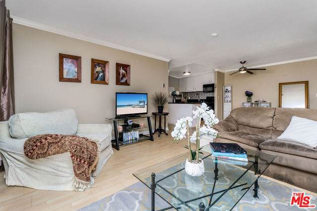 607 S Prospect Avenue #204, Redondo Beach, CA 90277 (#19502502) :: Keller Williams Realty, LA Harbor