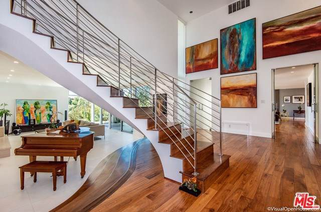 15958 High Knoll Road, Encino, CA 91436 (#19503004) :: The Brad Korb Real Estate Group