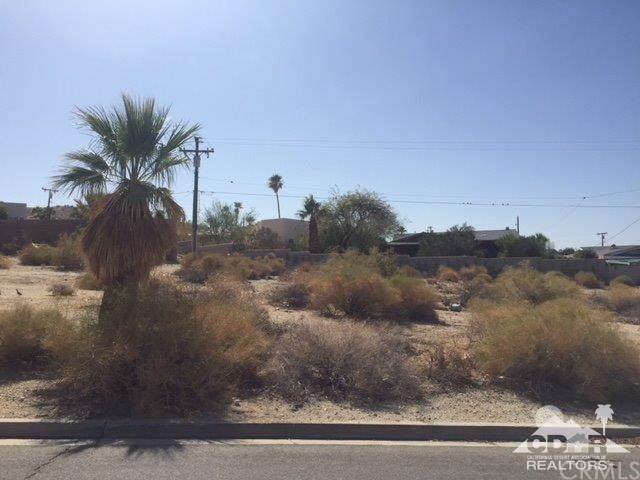 0 Valparaiso, Desert Hot Springs, CA 92240 (#219022739DA) :: TeamRobinson | RE/MAX One