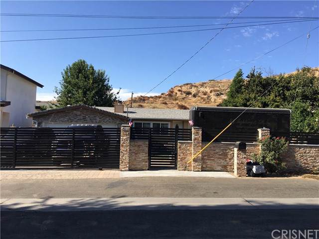 29733 Cromwell Avenue, Val Verde, CA 91384 (#SR19211501) :: A|G Amaya Group Real Estate
