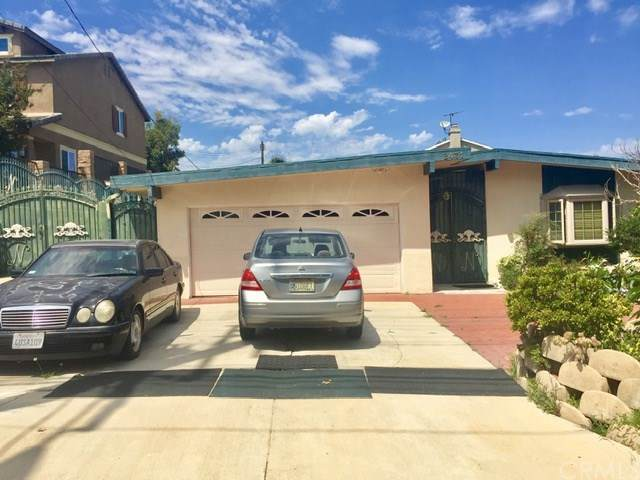 2431 Santa Ana Avenue, Costa Mesa, CA 92627 (#PW19215165) :: Allison James Estates and Homes