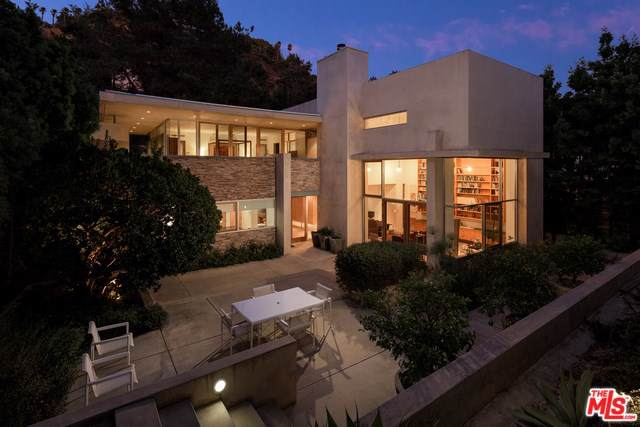 2423 Benedict Canyon Drive, Beverly Hills, CA 90210 (#19509086) :: Millman Team
