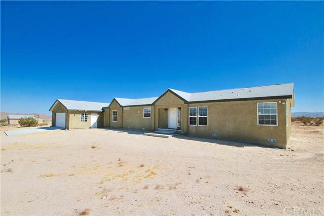 63863 Moonlight Mesa Street, Joshua Tree, CA 92252 (#JT19213975) :: The Laffins Real Estate Team