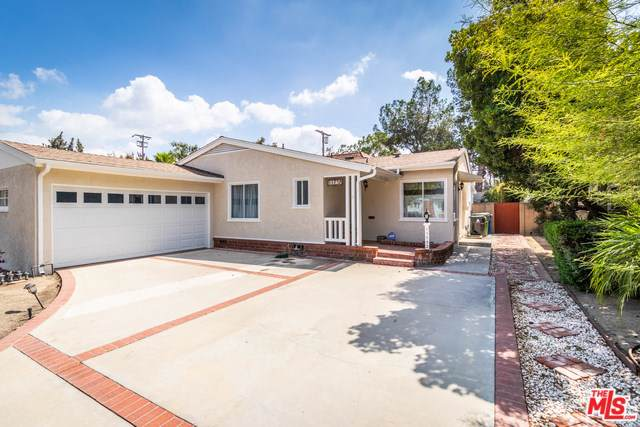 11752 Collins Street, North Hollywood, CA 91607 (#19508650) :: Fred Sed Group