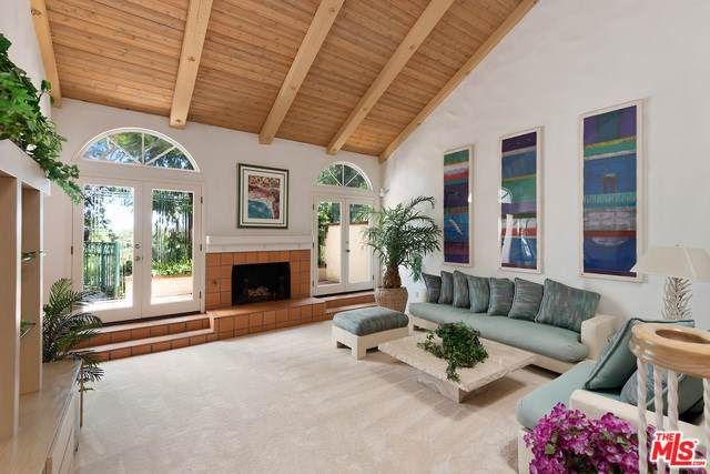8 Cambridge, Manhattan Beach, CA 90266 (#19509856) :: The Brad Korb Real Estate Group