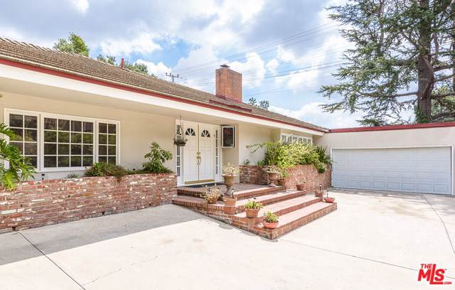 1902 Coldwater Canyon Drive, Beverly Hills, CA 90210 (#19509306) :: Millman Team