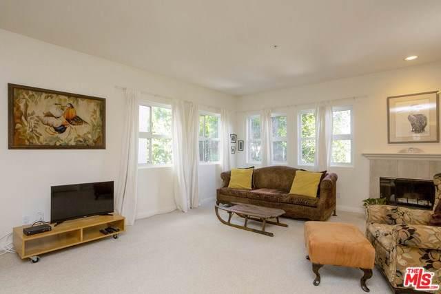 10629 Woodbridge Street #207, Toluca Lake, CA 91602 (#19505604) :: The Brad Korb Real Estate Group