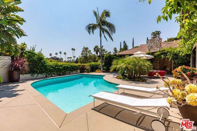 1070 N Hillcrest Road, Beverly Hills, CA 90210 (#19510220) :: Crudo & Associates