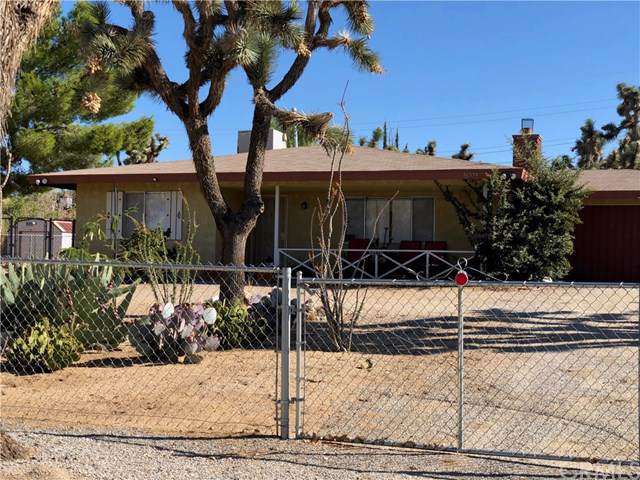 56579 Mountain View, Yucca Valley, CA 92284 (#JT19218792) :: Allison James Estates and Homes