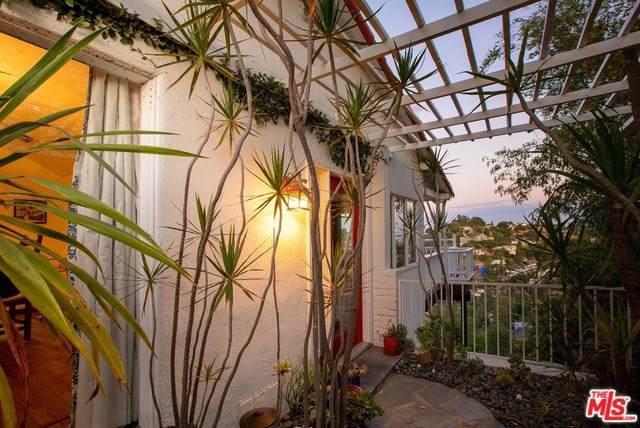 2730 Hollyridge Drive, Los Angeles (City), CA 90068 (#19504344) :: Heller The Home Seller