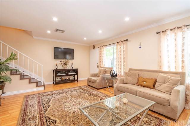 19024 Archwood Street #2, Reseda, CA 91335 (#SR19219054) :: Brandon Hobbs Group