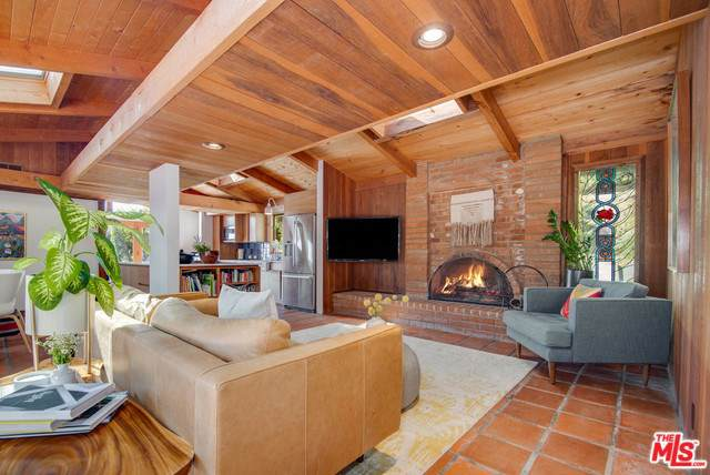 22910 Portage Circle Drive, Topanga, CA 90290 (#19509358) :: The Marelly Group | Compass