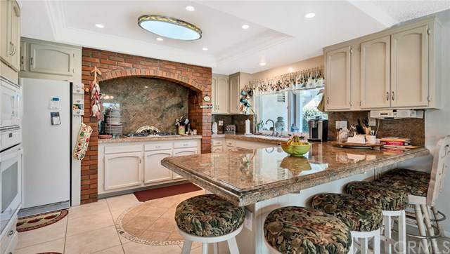 24795 Rochelle Lane, Lake Forest, CA 92630 (#OC19219836) :: Berkshire Hathaway Home Services California Properties
