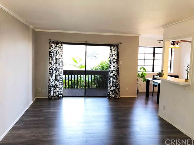 5310 Circle Drive #107, Sherman Oaks, CA 91401 (#SR19219950) :: Team Tami