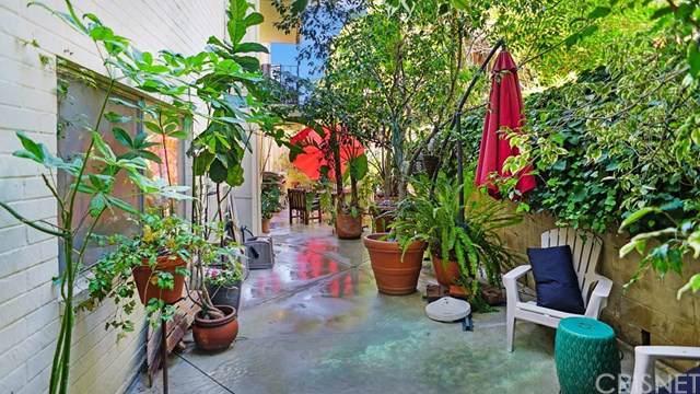 2260 N Cahuenga Boulevard #107, Hollywood Hills, CA 90068 (#SR19222742) :: Heller The Home Seller