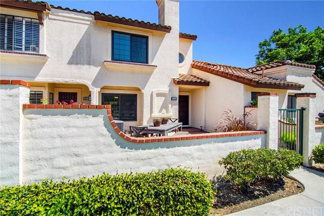 342 Country Club Drive B, Simi Valley, CA 93065 (#SR19222183) :: The Laffins Real Estate Team