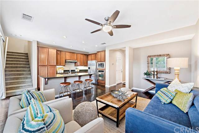 192 W Pebble Creek Lane, Orange, CA 92865 (#NP19221200) :: Better Living SoCal
