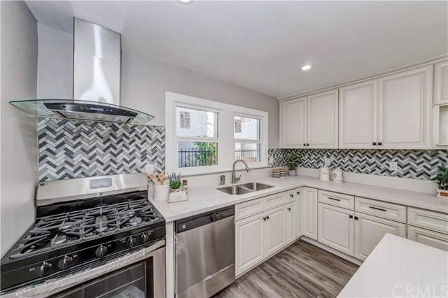 1612 W 24th Street, Los Angeles (City), CA 90007 (#DW19223890) :: Allison James Estates and Homes