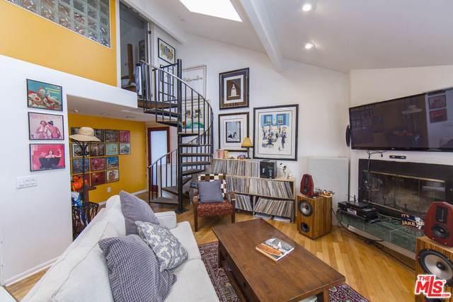 9830 Yoakum Drive, Beverly Hills, CA 90210 (#19512574) :: Allison James Estates and Homes