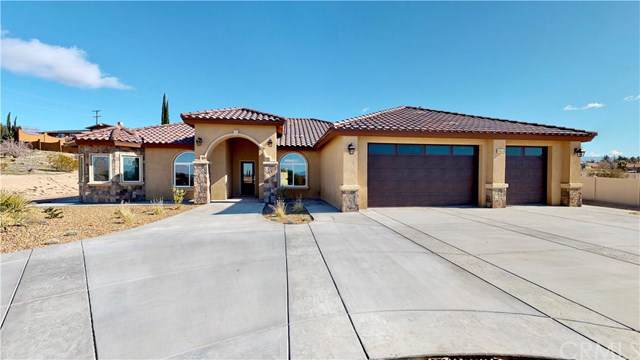 14453 Apple Valley Road, Apple Valley, CA 92307 (#EV19224694) :: Allison James Estates and Homes