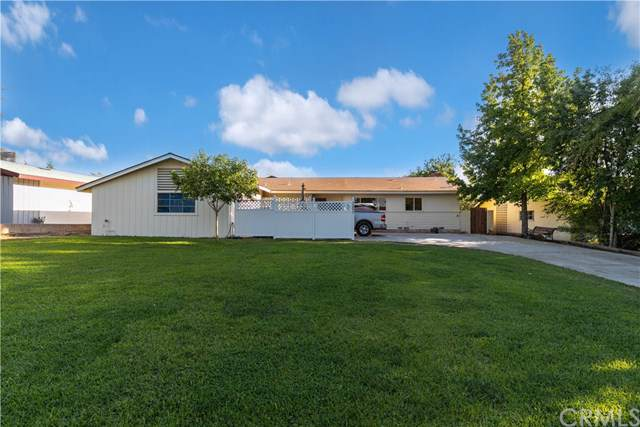 1301 Princeton, Bakersfield, CA 93305 (#BB19224476) :: Fred Sed Group