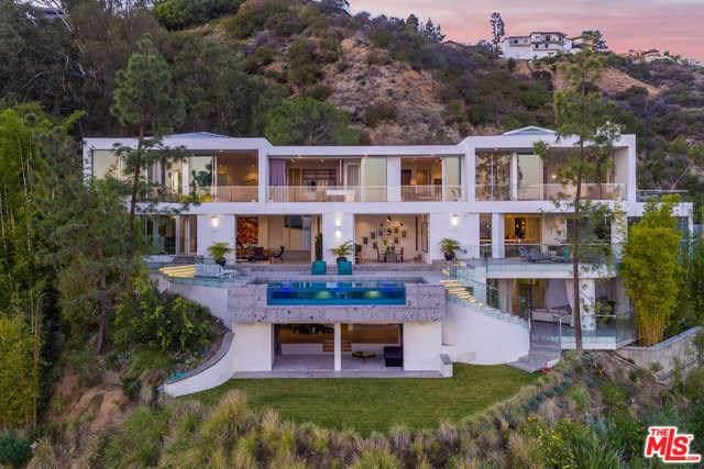 8854 Thrasher Avenue, Los Angeles (City), CA 90069 (#19512652) :: Team Tami