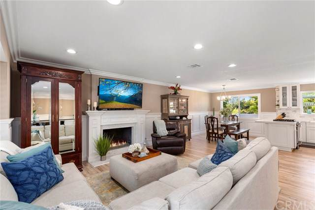 2725 Cardinal Drive, Costa Mesa, CA 92626 (#PW19224276) :: Heller The Home Seller