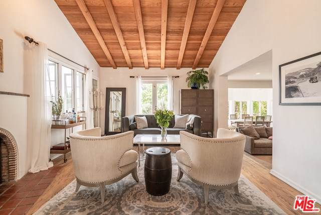 1820 Courtney Terrace, Los Angeles (City), CA 90046 (#19511898) :: Allison James Estates and Homes