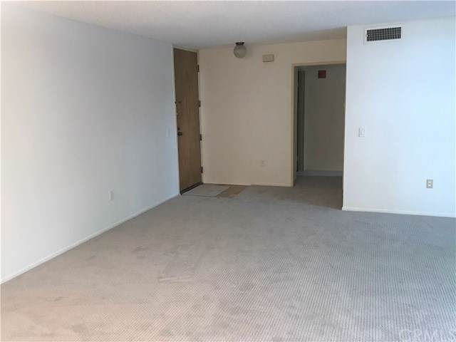 4041 Via Marisol #113, Monterey Hills, CA 90042 (#DW19232156) :: Brandon Hobbs Group